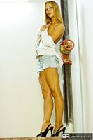 beauty roxx candace hot legs in her short jean shorts