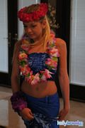 kelly brooke sexy hawaiian lei pics