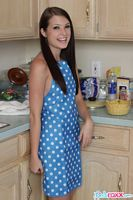 linds roxx naked in apron