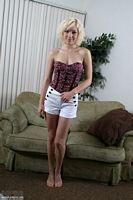 nikkis playmates lily luvs hot pics in her tube top