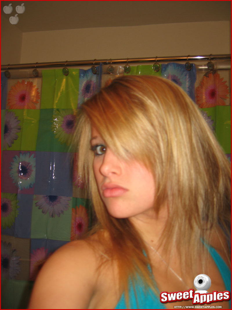 hot amateur teen girls taking some hot self pics come check out more